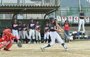 1回戦で熱戦を繰り広げる選手たち(京都市南区・殿田公園)