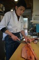 「一日一日おいしい魚を届ける日々を積み重ねるのが今の目標」と話す平島さん(守山市播磨田町・ととや平嶌)
