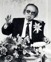 1991年8月に京都新聞文化フォーラムで「日本の中のシルクロード」と題して講演する松本清張氏(京都市内のホテル)