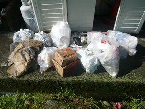 5月の連休明けに河川敷に放置され地元住民が回収したゴミ(笠置町)
