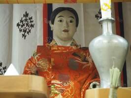 函谷鉾の稚児人形の嘉多丸君(2016年7月、京都市下京区・函谷鉾町会所)
