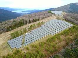 大江山スキー場跡地に建設された太陽光発電所(京都府宮津市小田)=丹後太陽光発電合同会社提供