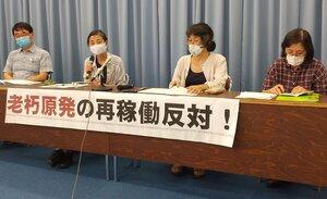 要望書提出後に記者会見した「避難計画を案ずる関西連絡会」のメンバー(大津市・滋賀県庁)