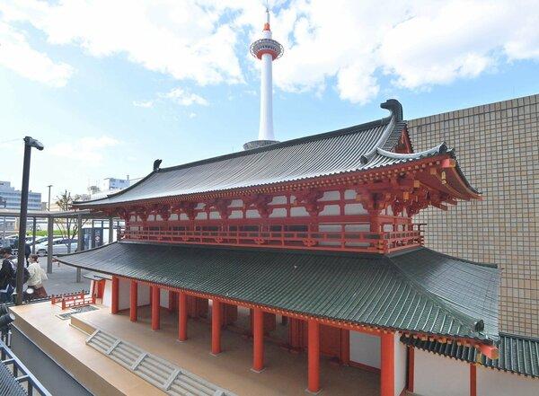 【資料写真】京都駅前で展示されている羅城門の模型