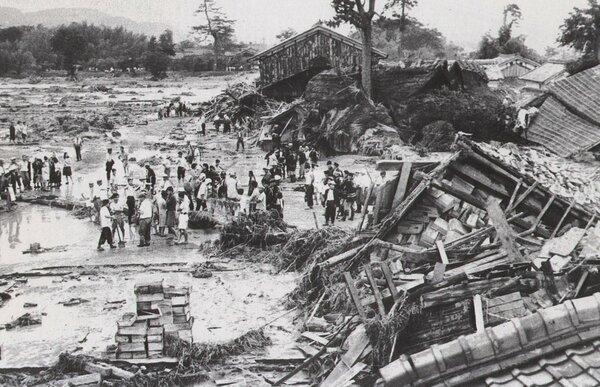 鉄砲水で壊滅した柏原地区(1951年7月12日、現在の亀岡市篠町)