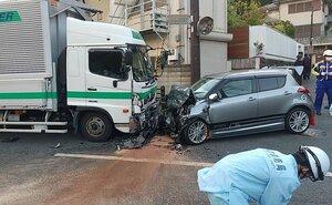 事故があった現場(14日午後6時すぎ、京都市北区)