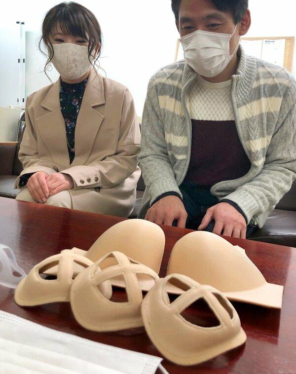 ブラジャー製造の技術を生かして作ったマスクフレーム(彦根市役所)
