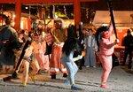 吉田神社の追儺式。厄災を象徴する3匹の鬼が、矛と盾を手にした方相氏に追われる(2019年2月2日、京都市左京区)