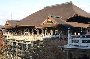 清水寺の本堂(2020年12月撮影、京都市)