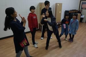 公演本番に向け、練習に励むやまびこ座のメンバーたち(京都市上京区)