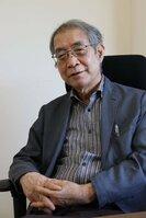 「社会不安が広がると、アマビエなどの『予言獣』が流行する」と分析する小松さん=京都市西京区・国際日本文化研究センター
