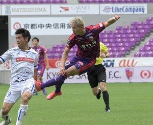 昨季は新潟でプレーした荻原。「自分たちの紅白戦の方がプレッシャーは速いと思う」と自信をのぞかせる