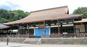 こけら葺きの屋根が復活した万福寺の法堂(京都府宇治市)