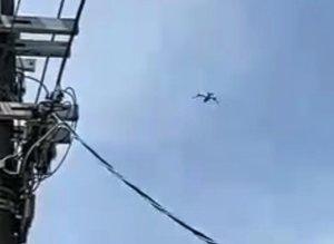 京都市上空を飛行するオスプレイと見られる機体(2021年3月22日、京都市西京区)