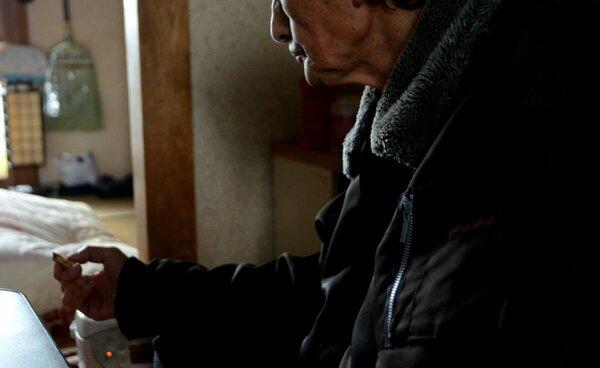 「警察官が人をだますとは思っていなかった」と詐欺被害を振り返る男性(京都市伏見区)