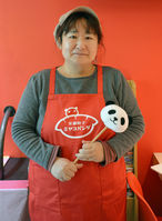 ギョーザの自販機設置を決めた京都餃子ミヤコパンダの池田景店長(京都府宇治市)