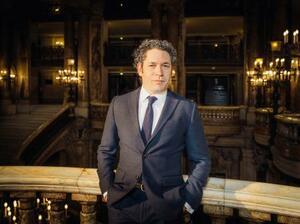 パリ・オペラ座の次期音楽監督に任命されたグスターボ・ドゥダメルさん((C)JULIEN・MIGNOT、オペラ座提供・共同)