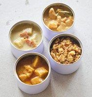 青唐辛子で味付けしたグリーンカレー(左上)、チキンカレー(左下)、ココナッツミルク風味で辛みの強いレッドカレー(右上)、ひき肉を使ったキーマカレー(右下)。いずれも嵯峨嵐山のタケノコを使っている