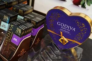 米ジョージア州アトランタのゴディバの店舗に並んだチョコレート=24日(ゲッティ=共同)