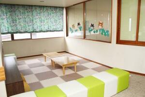 シェアハウス内の共用スペース=千葉県船橋市