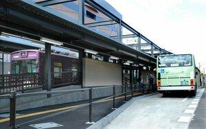 嵐電北野白梅町駅に新設され、利用が始まった市バス停留所(京都市北区)
