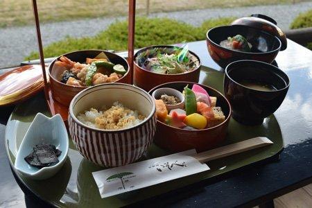 京都市が特別ランチで提供する京野菜や自家製ゆばを使った京料理(京都市中京区・二条城)