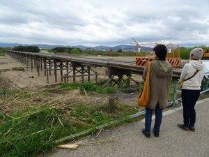 【資料写真】昨年の台風被害からの復旧工事が完了し、今年4月1日から通行できるようになっていた流れ橋(京都府八幡市上津屋)