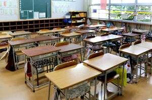 学級閉鎖になり、静まり返った惇明小の教室(京都府福知山市内記)=画像の一部を加工しています