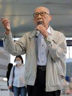 占領下の日本で朝鮮戦争反対を呼び掛けるビラをまいたとして逮捕された男性。今でも街頭で反戦や改憲反対を訴える(5月19日、大津市・JR石山駅前)