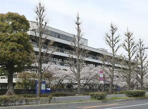 東京都千代田区の国立国会図書館。新型コロナウイルスの感染拡大を受け臨時休館が続く=4月