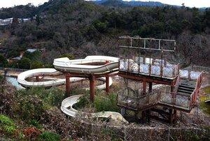 「アクアパーク東山」の売りだった120メートルのウオータースライダー(京都市山科区日ノ岡)