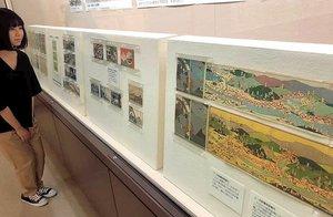 吉田初三郎が描いた京阪電鉄の沿線案内図などを展示する会場(京都府宇治市折居台・市歴史資料館)
