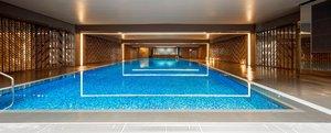 ホテルの長期滞在者に開放するプール(京都市下京区・リーガロイヤルホテル京都)