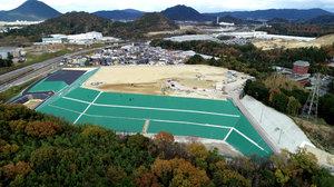 対策工事が本年度末で完了する現在の処分場(昨年11月撮影、県提供)