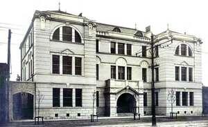 大正時代に完成した武田五一設計による京商の建物(京都商工会議所提供)