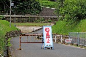 由良川が増水し、通行止めとなった須川橋(京丹波町坂原)